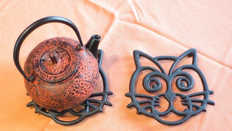 Cast iron cat trivet